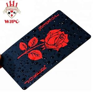 الهند أوراق اللعب البلاستيكية المخصصة بطاقات اللعب البلاستيكية السوداء مع الشعار