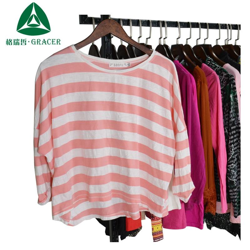 Venta al por mayor ropa de segunda mano ropa usada venta damas t camisa Japón ropa bundl