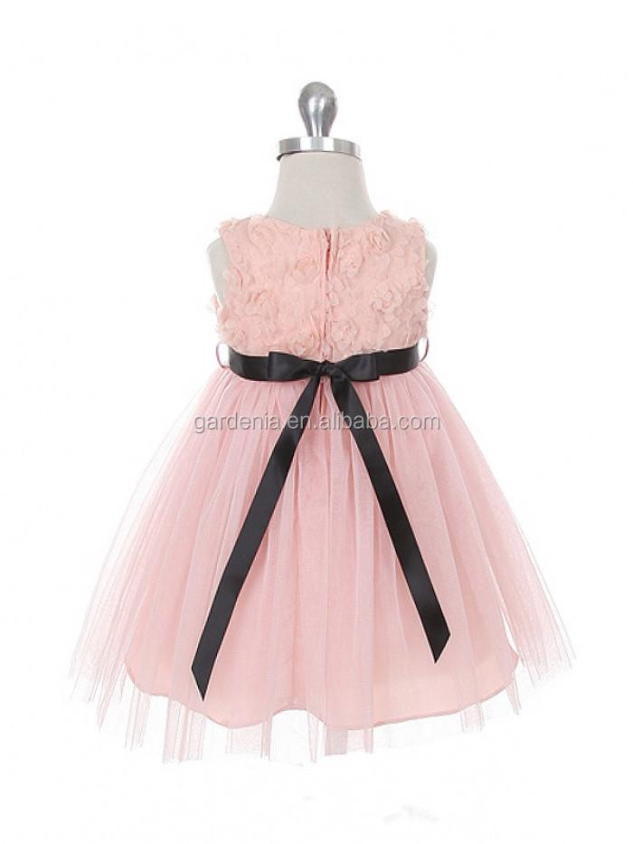 Capullo de rosa suave con apliques de tul negro de la cinta de color ...