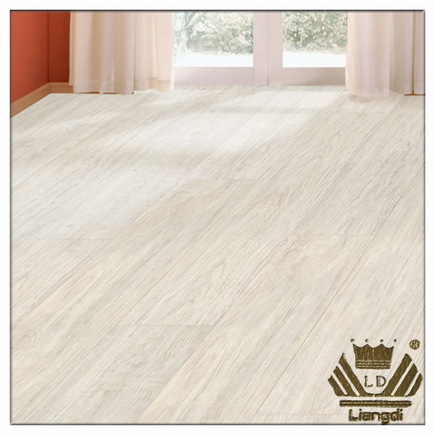 Waterproof laminate flooring bathroom for Bathroom laminate flooring