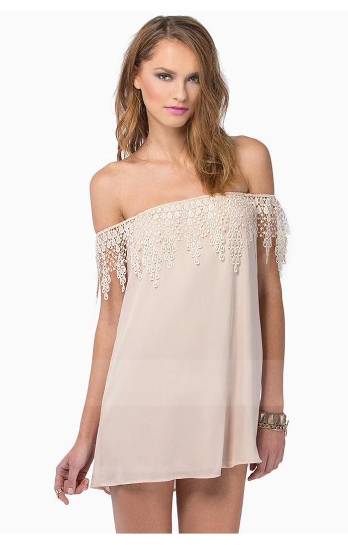 платья с голыми плечами фото