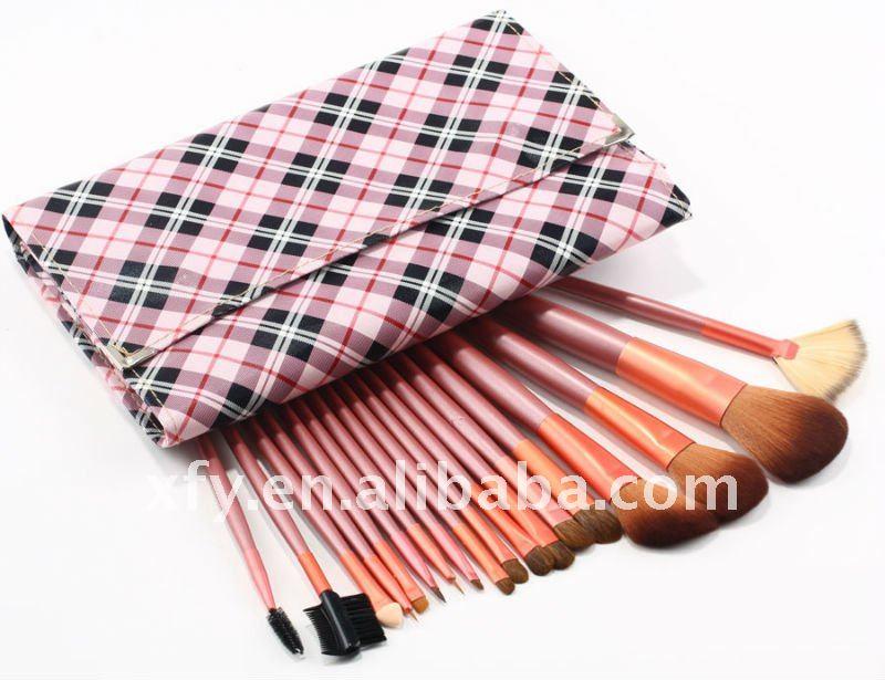 Pink Handle Makeup Brushes