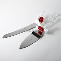 персонализированные красной розы сад торт нож и сервера