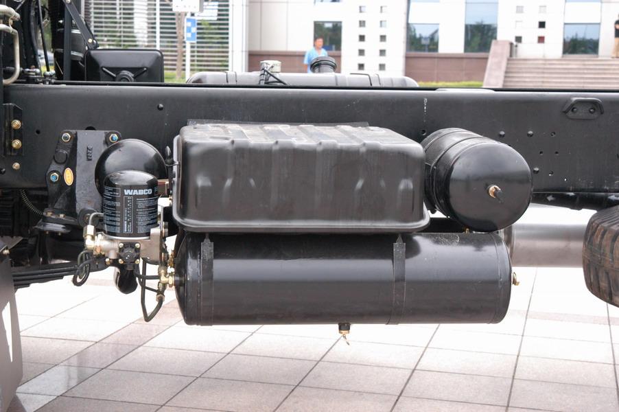 Semi Truck Air Tanks : Transport trailer air reservoir l truck tank