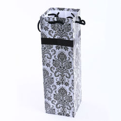 2015 wholesale high quality factory customized paper bag water bottle wine gift bag