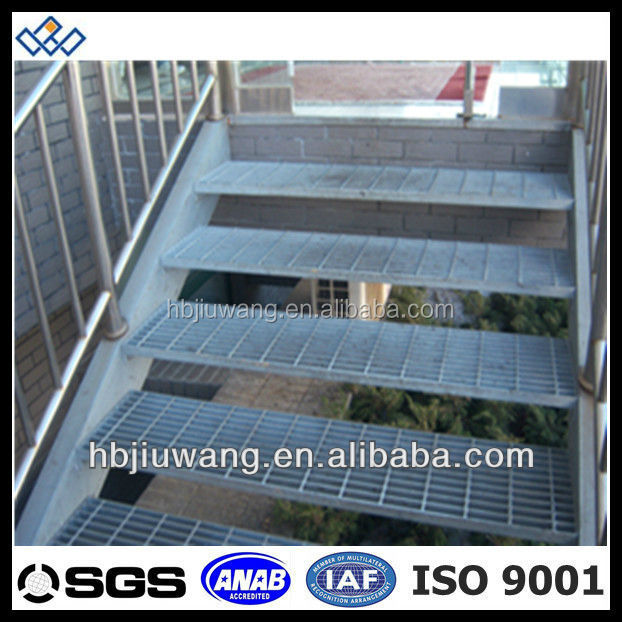 Galvanis marches d 39 escalier plein air caillebotis en for Escalier galvanise prix