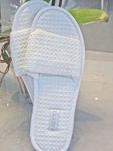 OEM soft and comfortable cotton waffle hotel slipper /body bath set gift