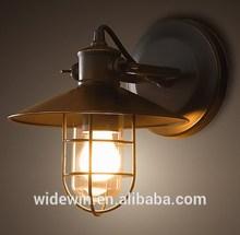 Suspension de la lumière mur escalier vintage. coin. lampe lampe support mural
