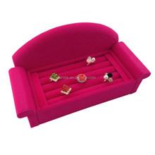 AR7590 New Design Sofa Shape Rose Pink Velvet Ring Display Holder Stand