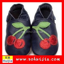Top selling red cherry moccasins cow leather embroidered soft funny baby shoes