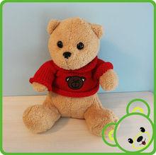 masha y el juguete oso de peluche con ropa