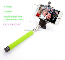 selfie artifact instantly with handheld selfie stick monopod to photograph or vidio for camara and mobile phone