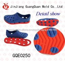 nuevo estilo de doble color de inyección de eva zapatos jardín gqe0250 del molde