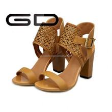 China new summer sandal shoe women hot sale gold rivet zipe sandal