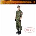 el ejército de color verde característico uniforme militar
