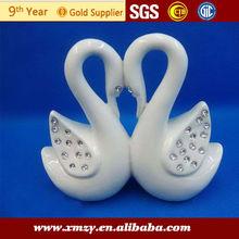 de porcelana blanca figura del cisne