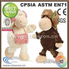 pecore morbidi coppia pecore con cappello e borsa