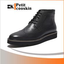 Venta al por mayor hombres de arranque corte del alto de los zapatos largos hombres perforado zapatos de cuero
