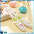 Operado pequeño cepillo de dientes eléctrico