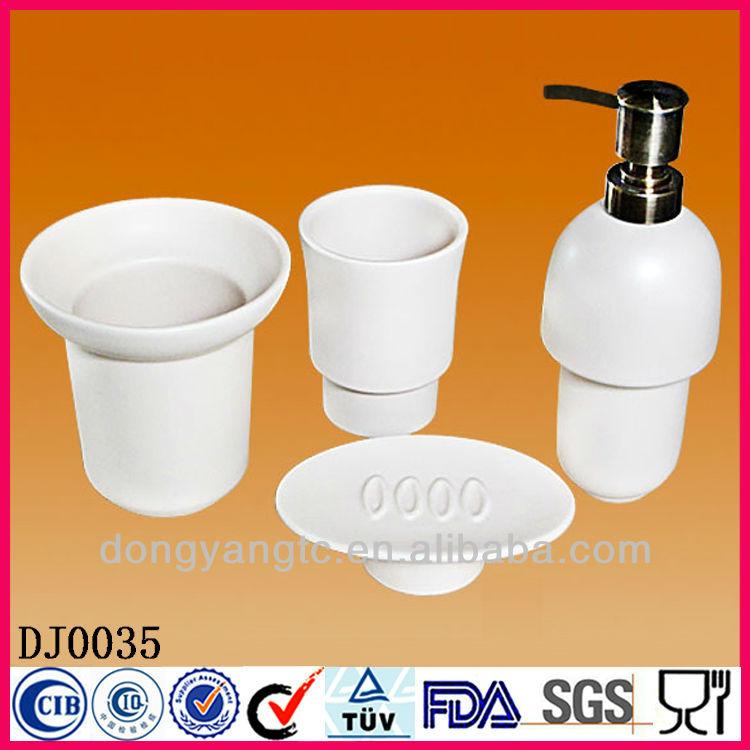 ... il logo accessori da bagno in ceramica, accessori per il bagno insieme