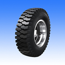 Claw pattern solid tyre