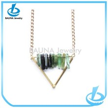 Hot sale gold thin chain acrylic bar jewelry v shape necklace in yiwu