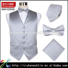 chaleco sólido corbata y pajarita de color gris y simple adecuado para el traje camarero