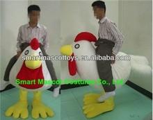 Diseño de lujo material de la felpa easy wear riding disfraces disfraz de pollo riding adultos disfraz de pollo