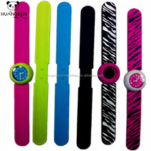 Promotional cheap interchangeable leather silicone strap gift watch set
