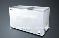 Horizontal chiller and freezer showcase three doors