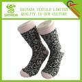zapatillas y calcetines con suela de goma para los adultos