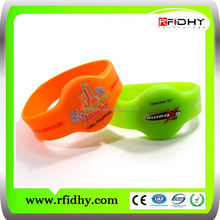 Hot Sell LF/HF/UHF multi color logo printing waterproof silicone rfid tags prices