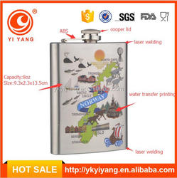 silver color stainlesss steel hip flask with map on the hip flask
