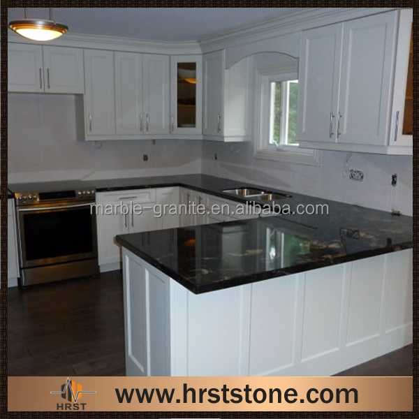 Noir granite comptoir de cuisine avec blanc armoires - Comptoir de cuisine noir ...