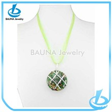 Hot sale neon green chain resin round pendant necklace with beautiful picture