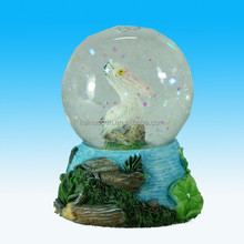New style polyresin pelican animal figurine with water globe