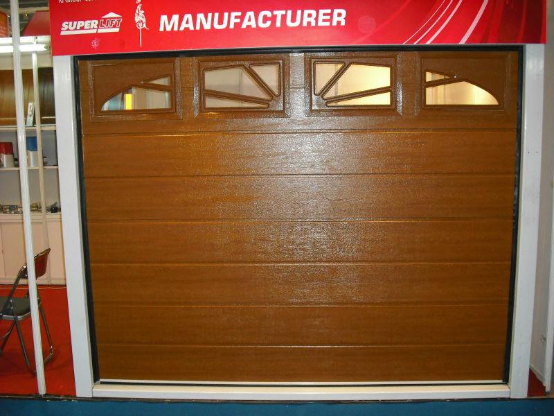 Porte de garage classique avec l 39 isolation thermique en for Porte de garage isolation thermique