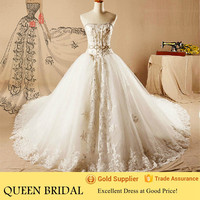 2015 Latest Appliqued Lace Puffy Princess Ball Gown Wedding Dress in Cream Color with Long Train