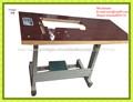 el borde de madera de la máquina de coser piezas de mesa