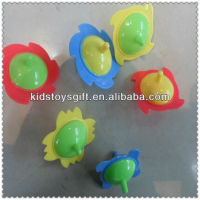 promotional plastic toy spinning top/cheaper capsule toy