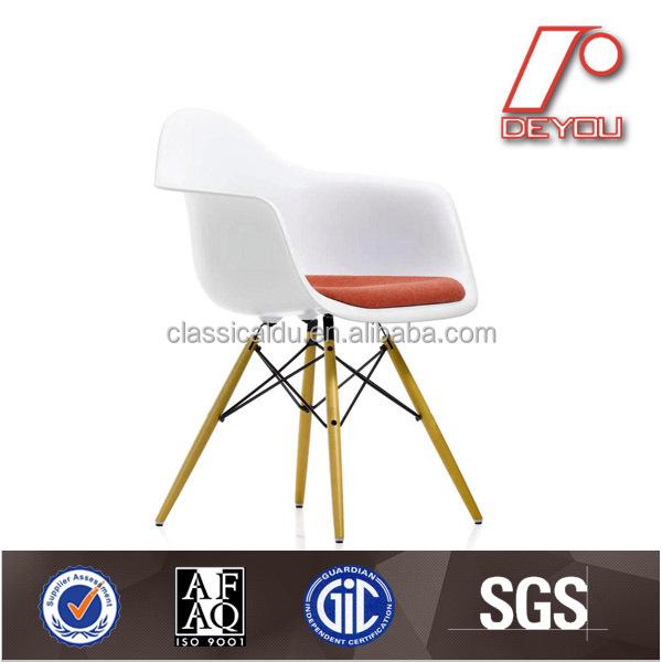Chaise eames dsw eames chaise en fibre de verre eames dinant la chaise chai - Chaise eames dsw fibre de verre ...