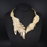 Gold leaf alloy glow jewelry wholesale chunky statement necklace in china