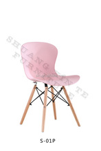 2015 Hot-selling popular plastic seat with wood legs dining chairs