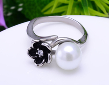 unique ring deign cheap jewelry wholesale fashion stainless steel jewelry flower and pearl engagement ring