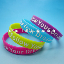 Promotional Wholesale Silk Screen Printed Follow Your Dreams customized band wrist silicone bangle