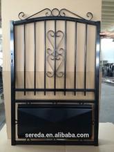 para el mercado de francia la pintura negro morden de hierro forjado cerca de la puerta