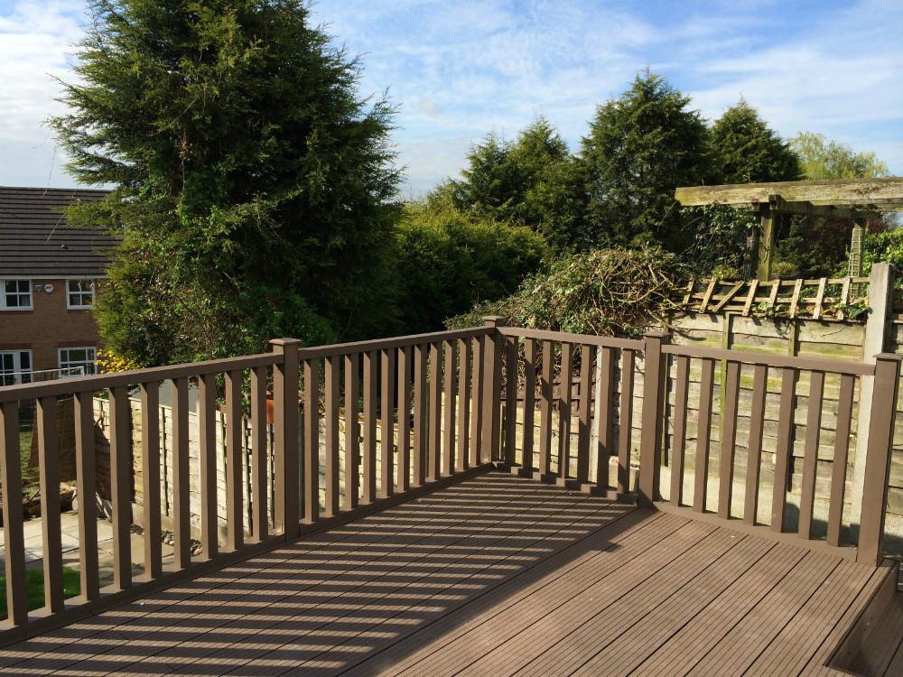 Wpc bois plastique composite balustrade peu d 39 entretien for Balustrade en bois exterieur