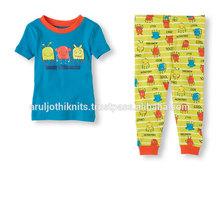 los niños pequeños de impresos pijama conjunto