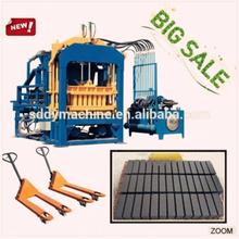 Uganda low price full automatic production line of concrete hollow block making machine QT4-15