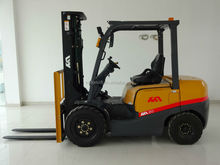 2.5 Ton Automatic diesel Forklift Trucks With Nissan K25 engine